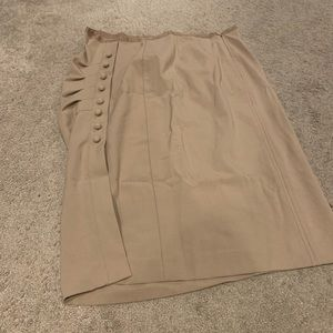 NWOT Buttoned and ruched skirt